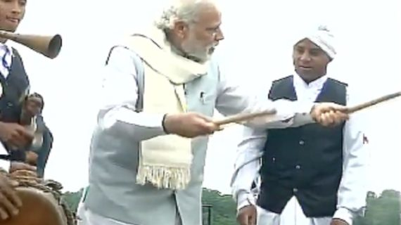 वाह…जब प्रधानमंत्री नरेंद्र मोदी ने बजाया नगाड़ा !