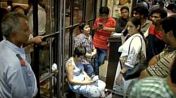 दिल्ली के रेस्त्रां ने नहीं दिया गरीब बच्चों को खाना