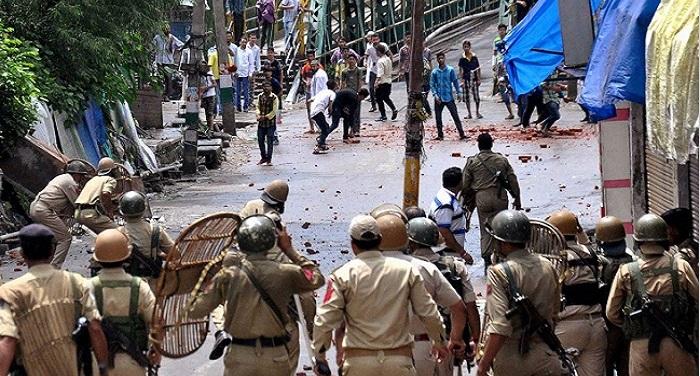 Kashmir 1 कश्मीर में 25वें दिन भी कर्फ्यू, विरोध प्रदर्शन जारी