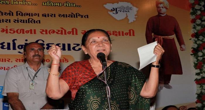 Anandiben गुजरात की मुख्यमंत्री आनंदीबेन पटेल का इस्तीफा