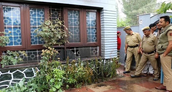 Bomb Minister कश्मीर में मंत्री नईम अख्तर के घर बम फेंका गया