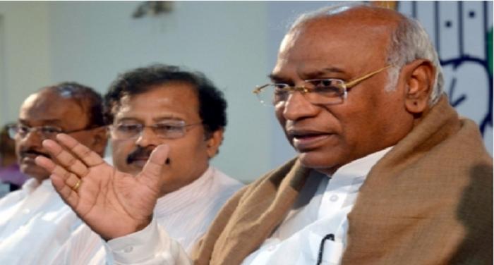 Mallikarjun Kharge मोदी गरीबों की रक्षा करने में अक्षम : कांग्रेस