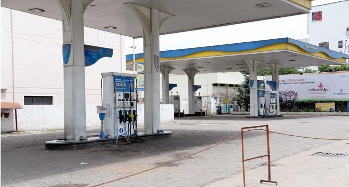 Petrol Desial पेट्रोल 1.42 रुपये, डीजल 2.01 रुपये सस्ता हुआ