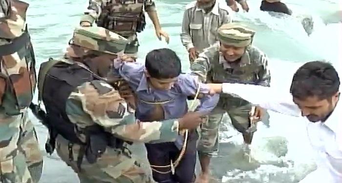 Rajauri देखिए ऐसे हैं भारतीय सेना के जवान, हमें गर्व है इन पर