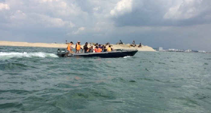 boat-carrying-13-people-missing-in-malaysia