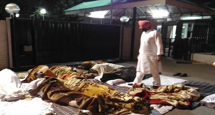 punjab-congress-leaders-encompass-overnight-outside-cms-residence