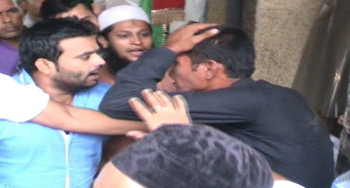 see-in-the-video-how-the-mob-beating-the-sporty-boy