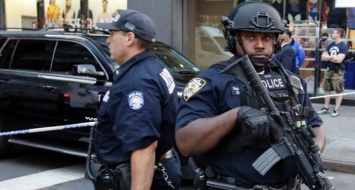 2-people-arrested-in-the-wake-of-the-new-york-mall-shooting