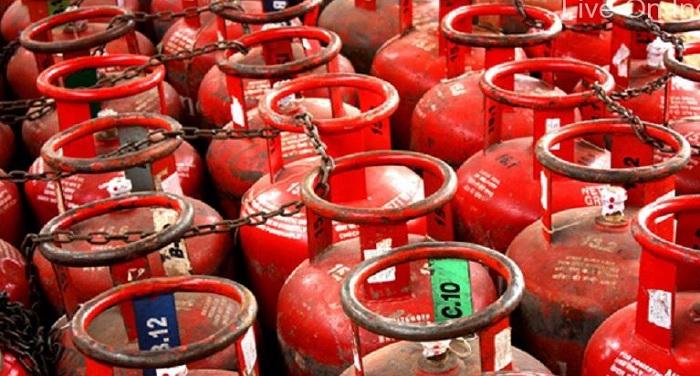 Gas नोटबंदी के बाद एक और झटकाः 2.07 रुपए बढ़े सिलेंडर के दाम
