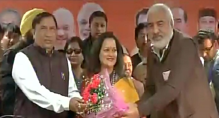 himani-shivpuri-joined-membership-of-bjp