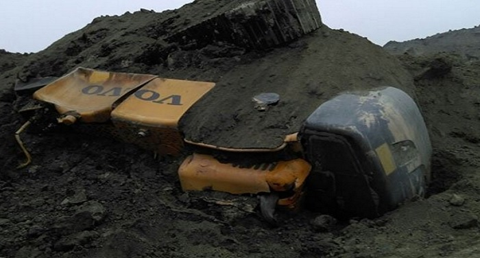 coal mine झारखंड के गोड्डा में कोयला खदान धंसी, 50 मजदूर सहित कई वाहने दबे