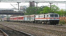 होली पर रेलवे देगा स्पेशल एक्सप्रेस ट्रेन का तोहफा
