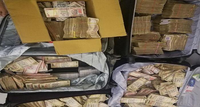 karolbagh note seized दिल्ली में IT-क्राइम ब्रॉन्च ने की रेड, होटल से 3.25 करोड़ रुपए के नोट बरामद