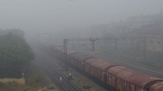 ईयरफोन लगाना युवकों को पड़ा महंगा, ट्रेन से कट कर हुई मौत