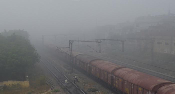 train 2 कोहरे के कारण 107 रेलगाड़ियां प्रभावित