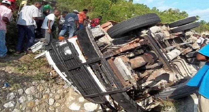 bus हैती में बस दुर्घटना में 20 लोगों की मौत