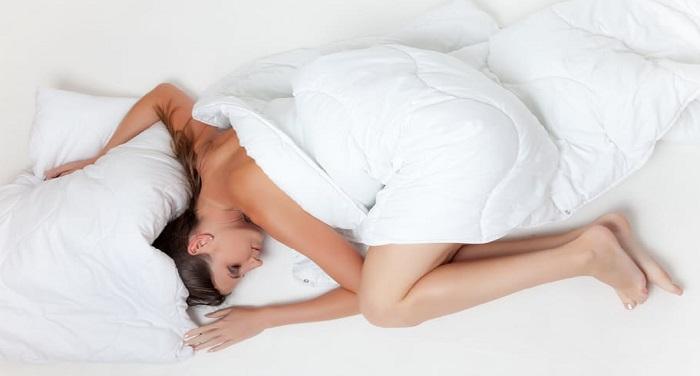 सोते समय आपके पैरों में होता है दर्द? अपनाएं ये तरीके मिलेगा आराम