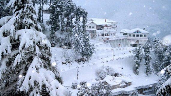 हिमाचल में सफेद चादर से ढकी सड़कें….देखिए तस्वीरें
