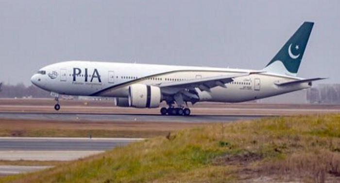 PAKISTAN PLANE पाक एयरलाइंस का खतरनाक हवाई सफर,7 यात्रियों ने खड़े होकर भरी उड़ान