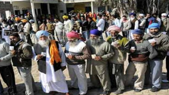 पंजाब चुनावः दिग्गजों की किस्मत ईवीएम में कैद, हुई 70 फीसदी वोटिंग