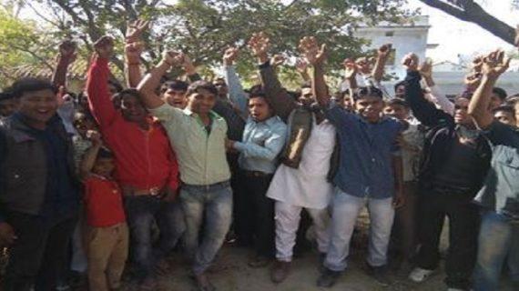 अमेठी के परसौली में ग्रामीणों ने किया मतदान का बहिष्कार