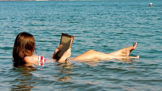 इस समुद्र में बेफिक्र होकर आप पढ़ सकते हैं अखबार….जानिए कैसे?