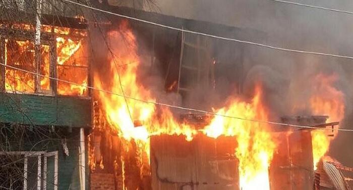 fire टिहरी हाउस में भीषण आग से कई दुकानें खाक
