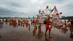 शिवरात्री से पहले धर्मनगरी में शिव भक्त कांवड़ियों की गूंज