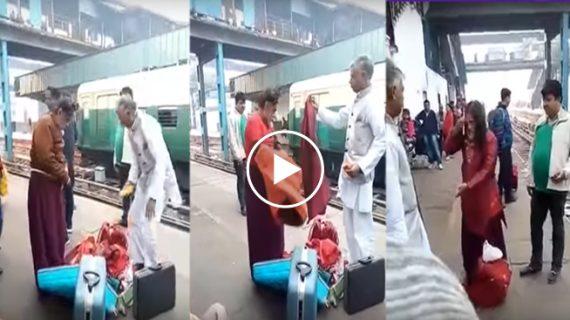 रेलवे स्टेशन पर स्वामी ओम ने खुलेआम बदले कपड़े…देखिए वीडियो