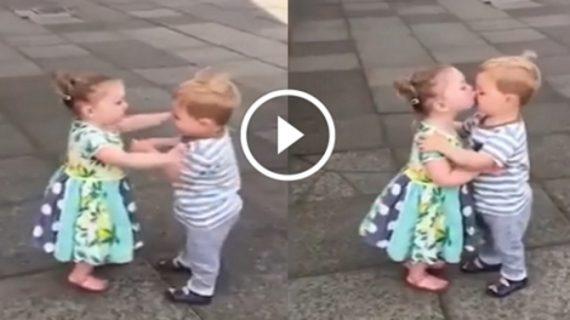 जब जवा हुए दो मासूम बच्चों के दिल तो रोड पर हुआ कुछ ऐसा…
