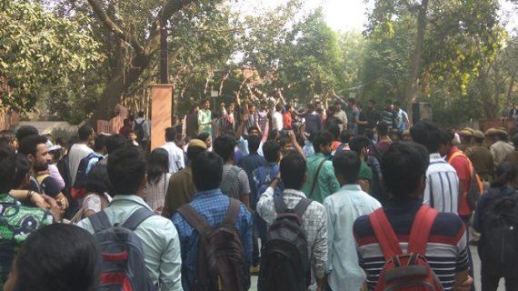 उमर खालिद को सेमिनार में बुलाने पर आपस में भिड़े दो छात्र संगठन