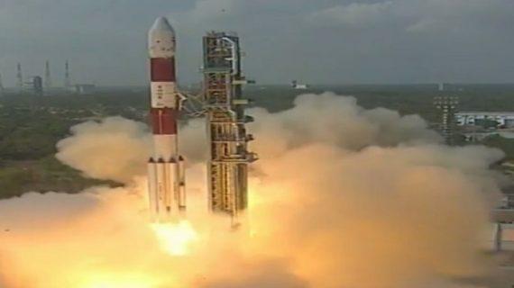 भारत की अंतरिक्ष में लंबी छलांग, 104 उपग्रह वाले PSLV-C37 लॉन्च