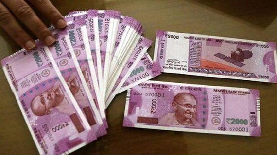 बसपा प्रत्याशी की गाड़ी से पुलिस ने बरामद किए लाखों रुपये