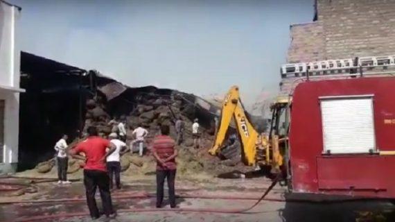 सोनमुखी फैक्ट्री में लगी आग, लाखों का नुकसान