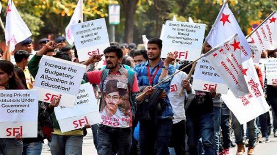 रामजस विवाद : एबीवीपी के खिलाफ वामपंथी छात्र गुट ने किया प्रदर्शन