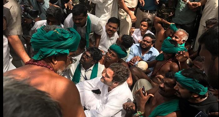 RAHUL GANDHI TAMILNADU FARMERS PROTEST दिल्ली में नरमुंड लिए तमिलनाडु किसान कर रहे है धरना, मिलने पहुंचे राहुल