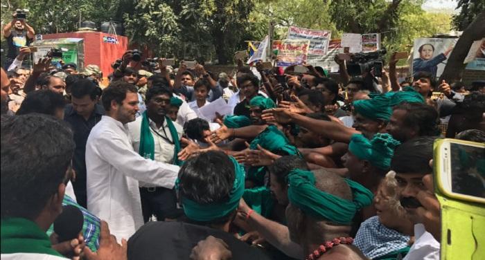 RAHUL GANDHI TAMILNADU FARMERS PROTEST1 दिल्ली में नरमुंड लिए तमिलनाडु किसान कर रहे है धरना, मिलने पहुंचे राहुल