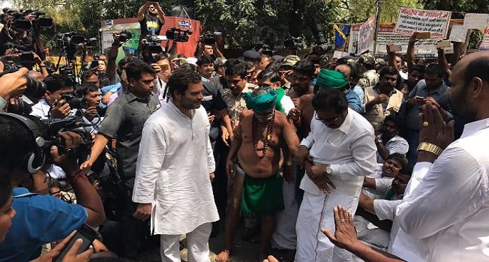 RAHUL GANDHI TAMILNADU FARMERS PROTEST2 दिल्ली में नरमुंड लिए तमिलनाडु किसान कर रहे है धरना, मिलने पहुंचे राहुल