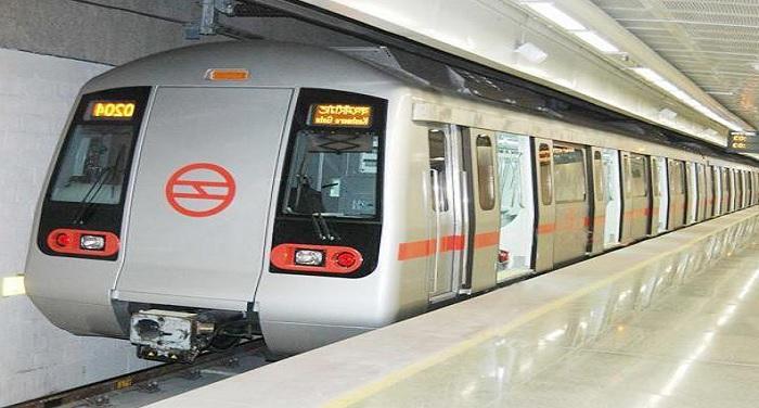 delhi metro 2 सवालों में मेट्रो की सुरक्षा, युवती ने मेट्रो स्टेशन पर लगाई फांसी