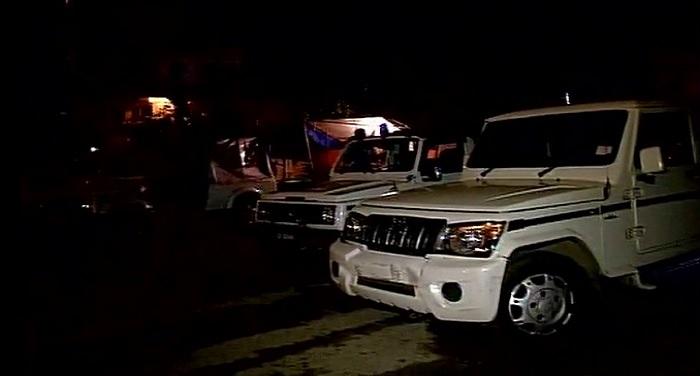 jammu and kashmir 1 जम्मू कश्मीर: दो आतंकवादियों ने एक पुलिसकर्मी से एके -47 राइफल छीनी