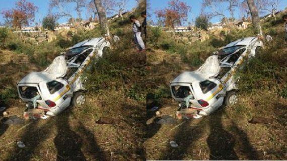 खाई में गिरी कार, तीन लोगों की हुई मौके पर मौत