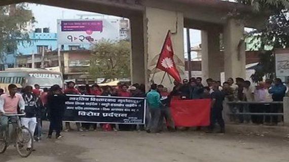 युवक की मौत के बाद भारत-नेपाल सीमा पर बढ़ा तनाव, भीड़ ने की तोड़-फोड़