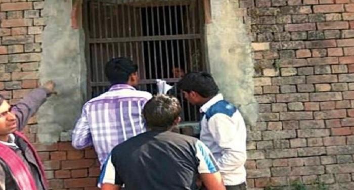 student cheating in exams नकल पर सख्त योगी सरकार, 57 केंद्रों पर परीक्षा लेने से लगाई रोक