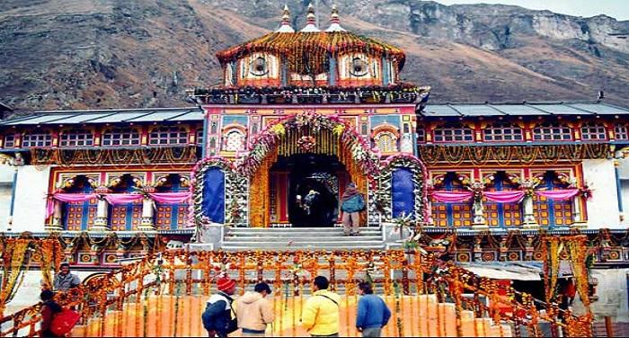 char dham yatra 1 चारधाम के लिए उमड़ा जनसैलाब, संख्या 50 हजार के पार