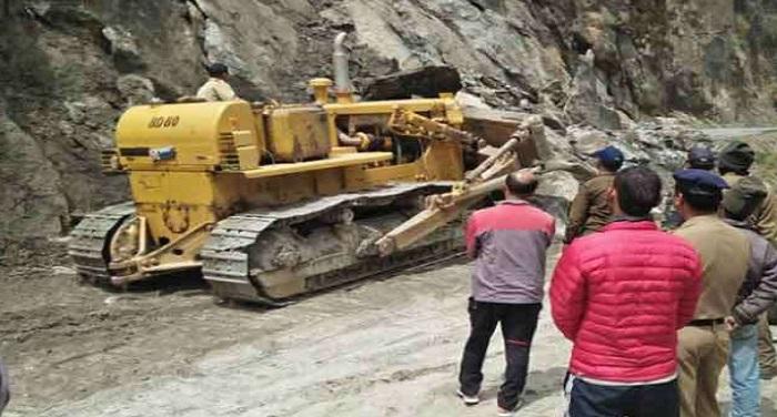 highway हिमखंड टूटने के कारण गंगोत्री, बद्रीनाथ हाईवे हुआ बदं