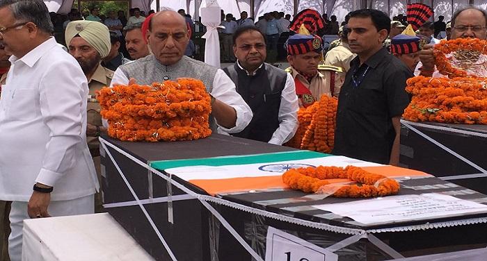 सुकमा नक्सली हमले में शहीद हुए जवानों को राजनाथ सिंह ने दी श्रद्धांजलि