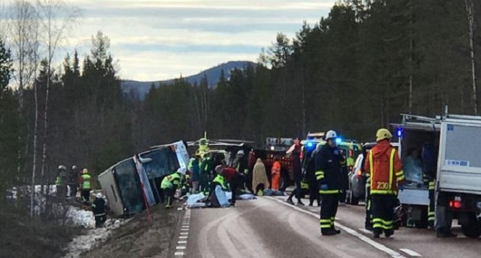 sweden स्वीडन में बस दुर्घटना में 3 की मौत, 30 घायल