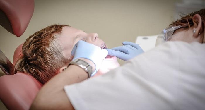 teeth अगर आपके दांत भी रहते हैं पीले तो अपनाएं ये घरेलू नुस्खे, मुस्कुराहट में लगेंगे चार चांद