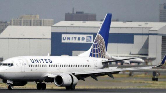 फ्लाइट से यात्री को घसीटने के मामले में यूनाइटेड एयरलाइंस ने मांगी माफी