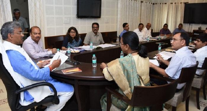 नीति आयोग की बैठक से पहले सीएम ने की अधिकारियों से वार्ता